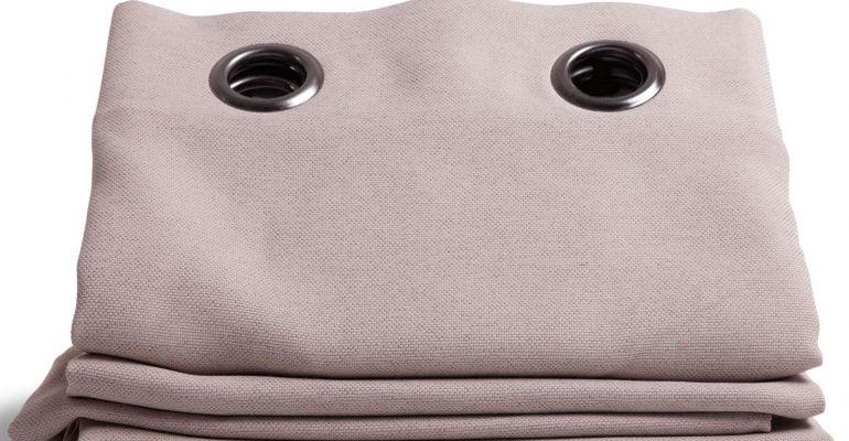 Jenis kain gorden kantor masih sama dengan gorden yang digunakan pada umumnya. Hanya saja, satu hal yang membedakannya adalah model gorden yang dibuat berbeda agar terkesan formal sehingga cocok untuk suasana kantor.